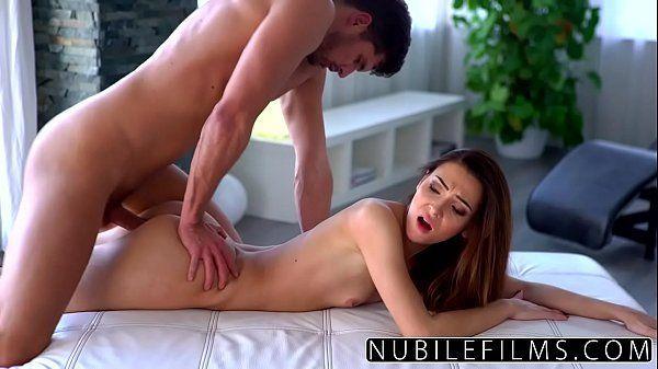 NubileFilms porno romantico com uma delicinha