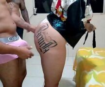 Peguei a vizinha gordinha tatuada pra mamar gostoso