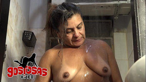 Tia safada transando com sobrinho no banho