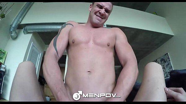 Homem dando o cu pro amigo dotado