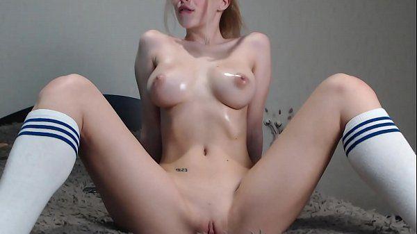 Loira nua na webcam mostrando sua bucetinha