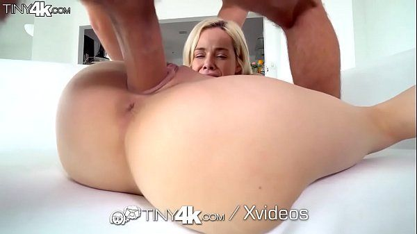 Novinha tranzando com pauzudo no pornô hd